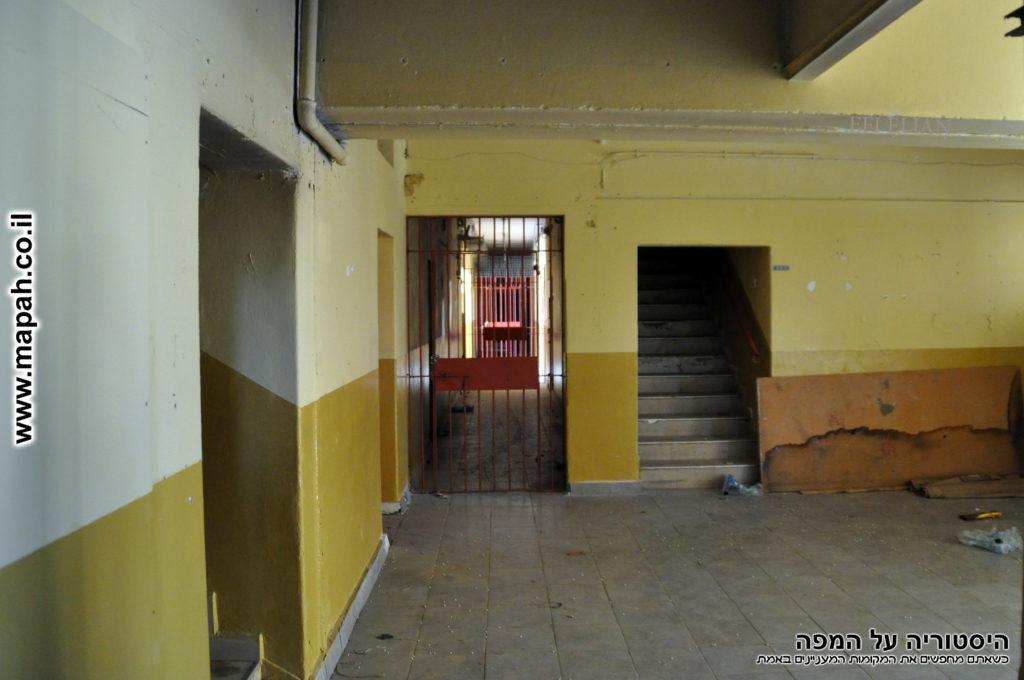 מסדרון צלע חזית המבנה בספרנד אלחרב - פיקוד העורף נס ציונה - צילום: אפי אליאן