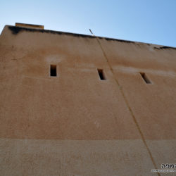 בראש המגדל הנמוך, קצה הארובה - צילום: אפי אליאן