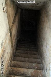 יורדים למטה למרתף הסודי - משטרת סרפנד - צילום: אפי אליאן