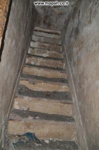 מדרגות ל... שום מקום? - משטרת סרפנד - צילום: אפי אליאן