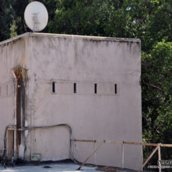 ראש המגדל הגבוה משמש גם כמאגר המים של המבנה - משטרת סרפנד אלחרב - צילום: אפי אליאן