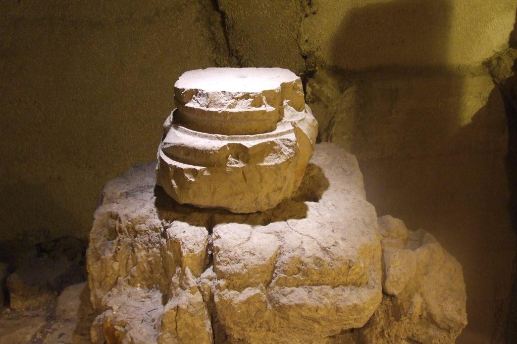 אלמנטים ארכיאולוגים ברחוב הקראדו - צילום: אפי אליאן