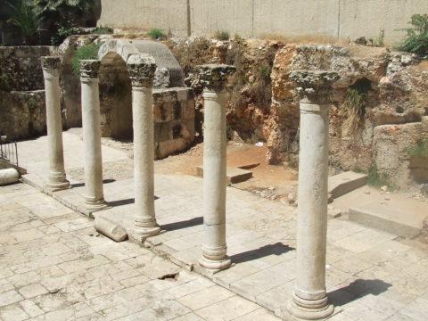 עמודי רחוב הקראדו ברובע היהודי בירושלים - צילום: אפי אליאן