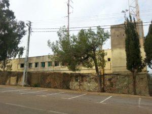"""חזית תחנת המשטרה מטולה / בסיס צה""""ל שנת 2014 - צילום מורן יונה"""