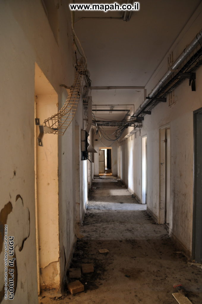 מסדרון קומה תחתונה משטרת מטולה - צילום: אפי אליאן