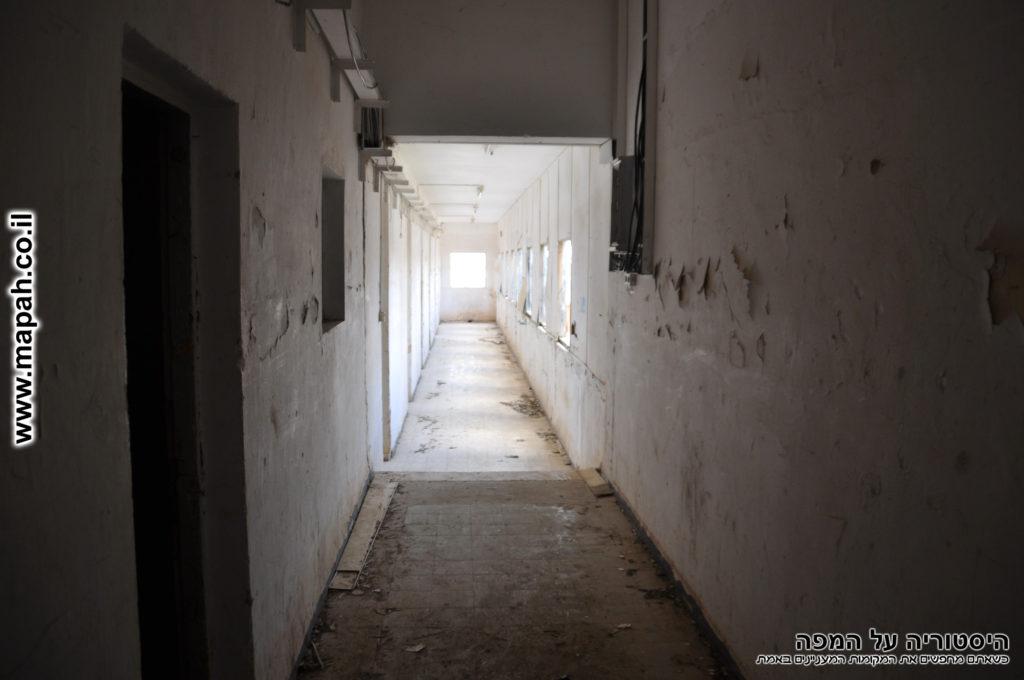 מסדרון דופן החזית קומה שניה - צילום: אפי אליאן