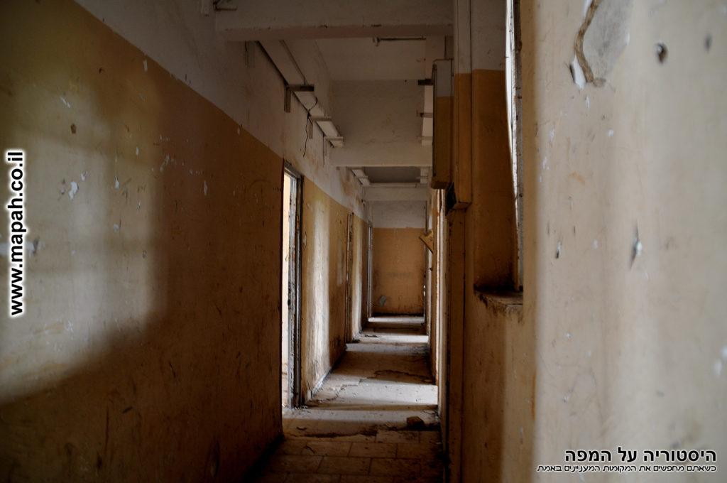 מסדרון המוביל בסופו לתא מעצר - משטרת מטולה