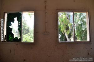 חלונות חדרי המשרדים בקומה השניה לבניין החזית - משטרת מטולה