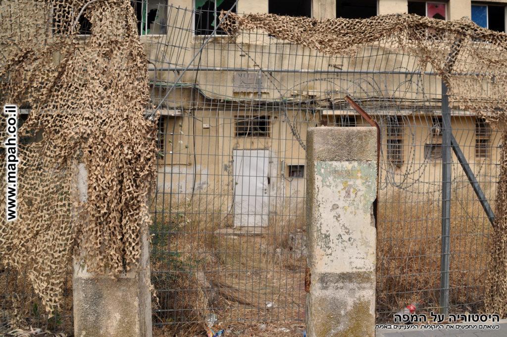 שער הכניסה המקורי וחזית מבנה משטרת מטולה - צילום: אפי אליאן