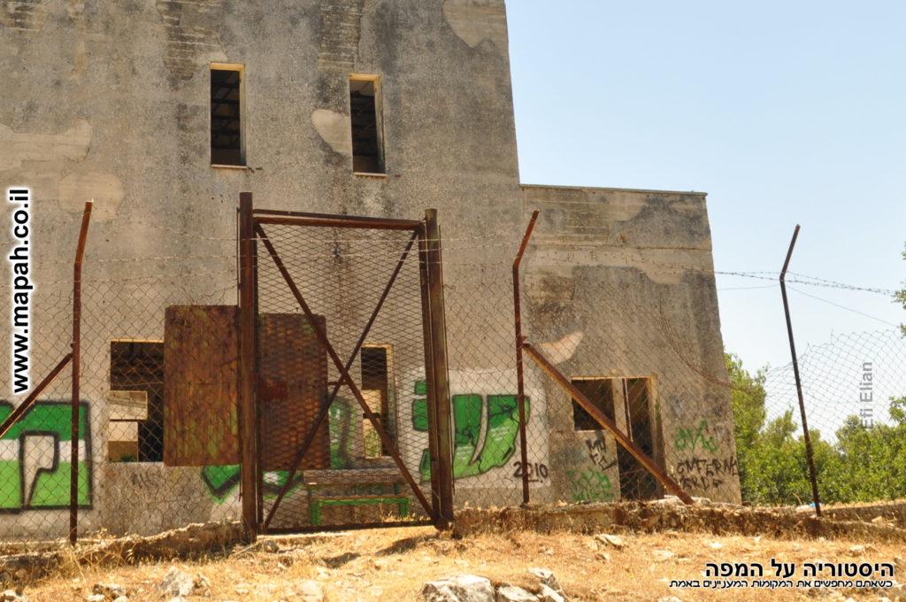 שער הכניסה האחורי למצודת שפר - משטרת פראדיה - צילום: אפי אליאן