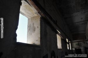 חלונות מרובעים האופיניים למבני הטיגארט - צילום: אפי אליאן