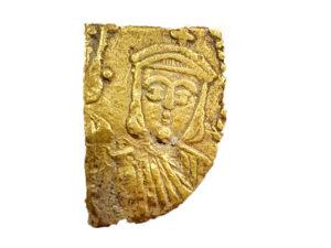 שבר מטבע ביזנטי נדיר של הקיסר תיאופילוס. צילום: רוברט קול