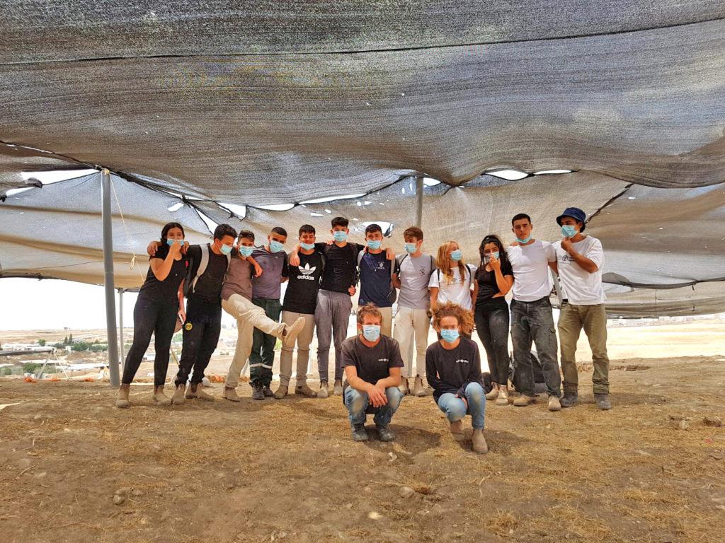 מאות בני נוער ותושבים השתתפו בחפירה הארכיאולוגית ברהט