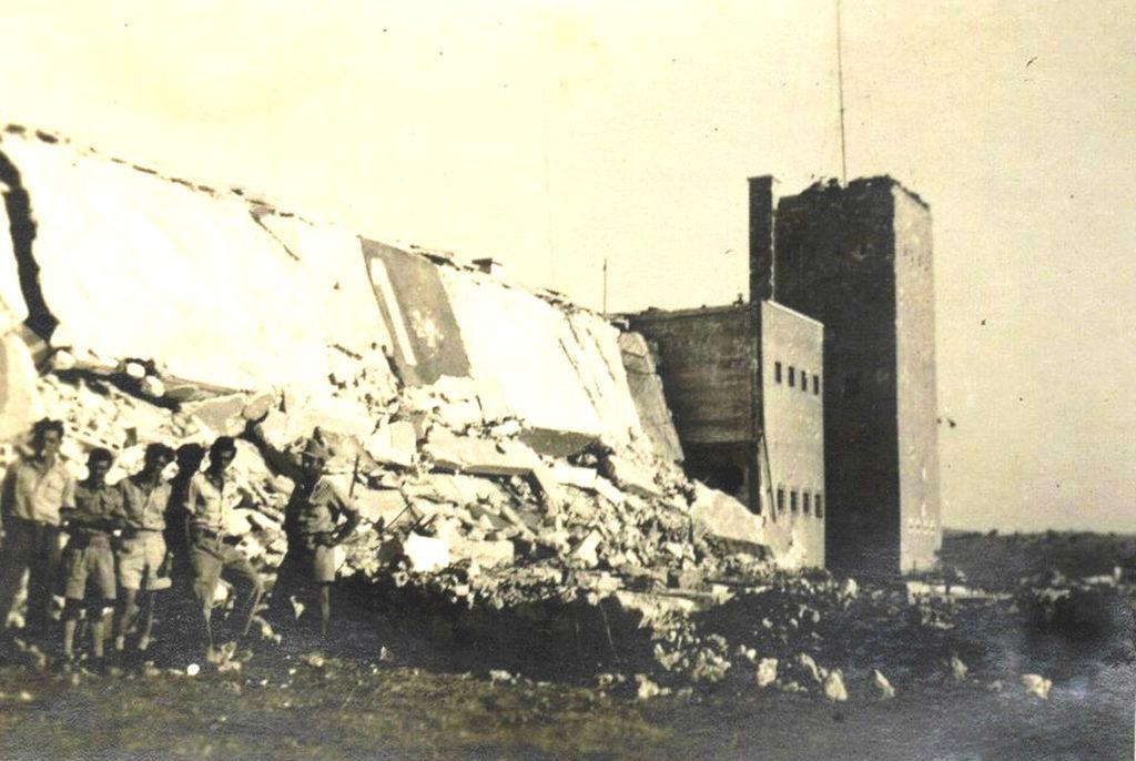 הריסות בניין החזית במשטרת בית ג'ברין - מקור: ארכיון גבעתי / מיכה נצר