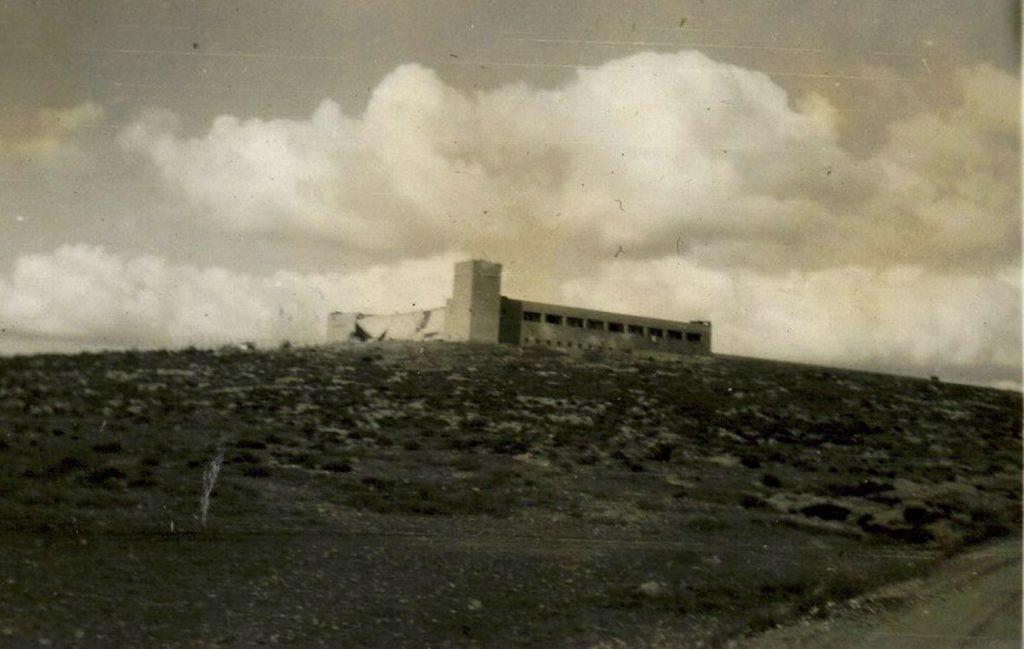 מבנה המשטרה הבריטית ג'ברין לאחר פיצוץ בניין החזית - צילום: מיכה נצר