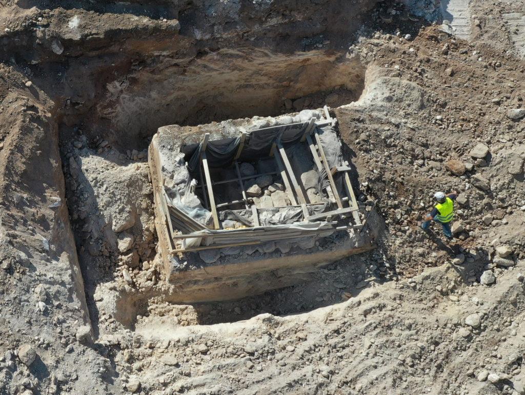 חפירת המקווה והכנתו להעתקה. צילום-עבד אברהים