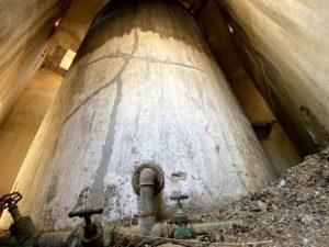 דוד מאגר המים בקומה השניה של מגדל השמירה הגבוה - בית גוברין - צילום: גלב גלזקוב