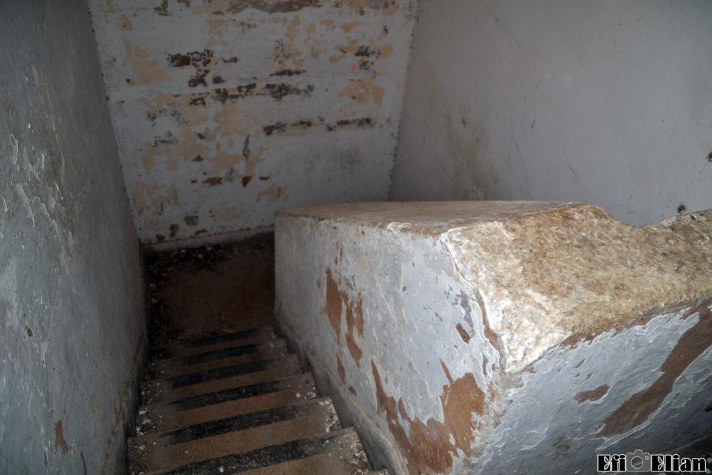 גרם מדרגות לקומה הראשונה של מגדל השמירה הגבוה - מדרגות טרצו - צילום: אפי אליאן