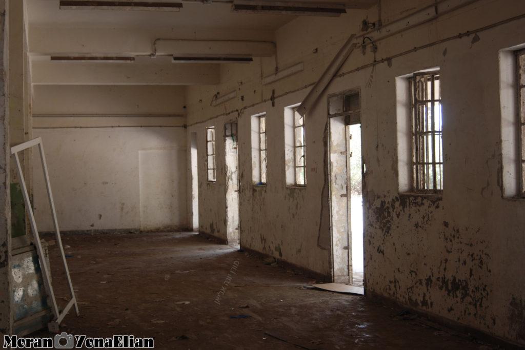חדר הבילוי בבניין הדרומי - משטרת בית גוברין - צילום: מורן יונה אליאן
