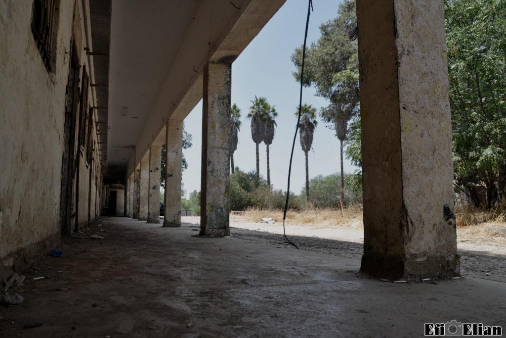 מסדרון מקורה בבניין הדרומי - משטרת גוברין - צילום: אפי אליאן