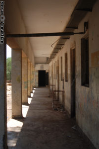 המסדרון המקורה של בניין צפוני לכיון מערב - משטרת גוברין - צילום: מורן יונה אליאן