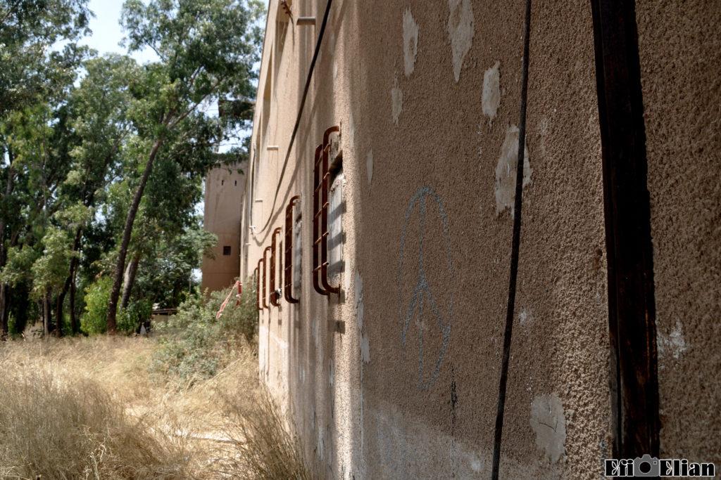 דופן חיצונית למערב של הבניין הדרומי משטרת בית גוברין - צילום: אפי אליאן