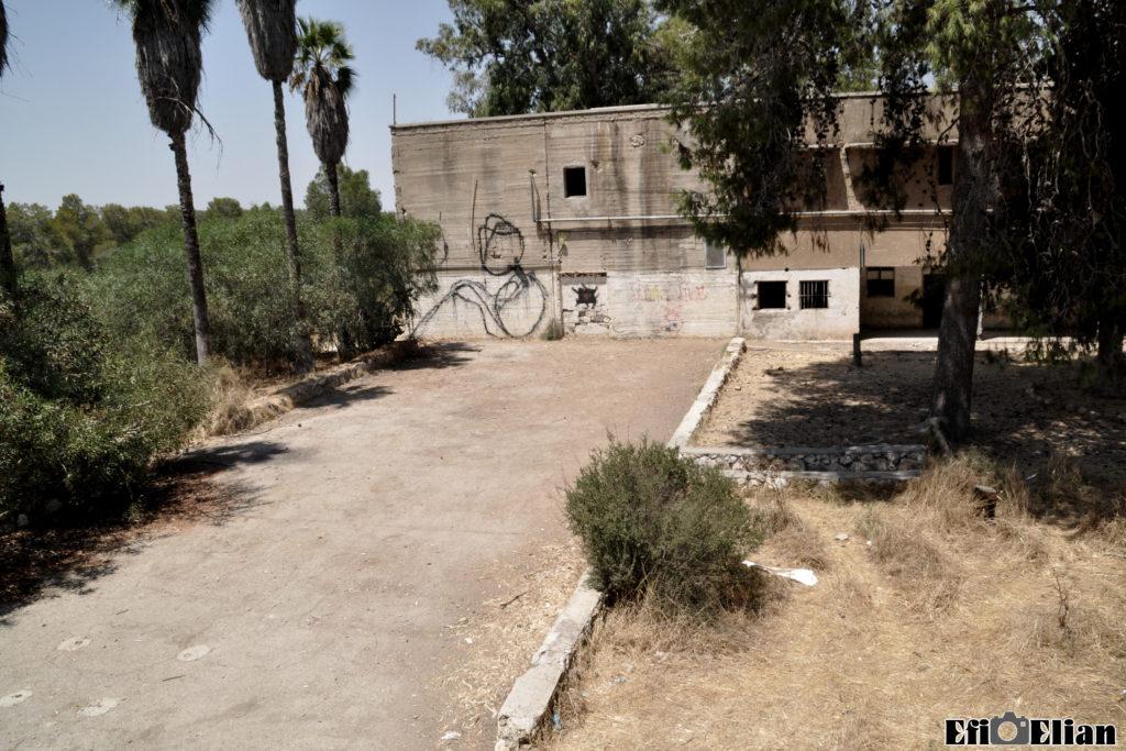 השטח בו היה הבניין המרכזי שפוצץ - משטרת בית גוברין - צילום: אפי אליאן