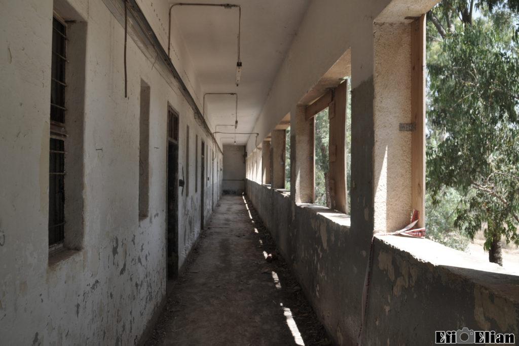 מרפסת הקומה השניה בבניין הדרומי - משטרת בית גוברין - צילום: מורן יונה אליאן