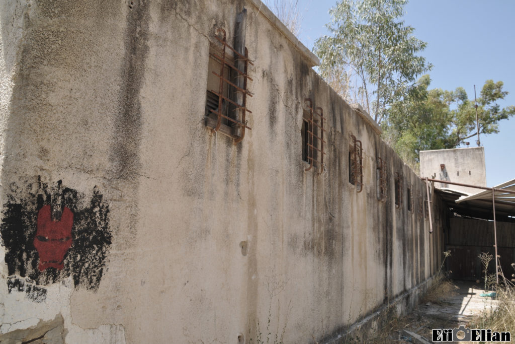 הדופן החיצונית של בניין אורוות הסוסים משטרת בית ג'ברין - צילום:: אפי אליאן
