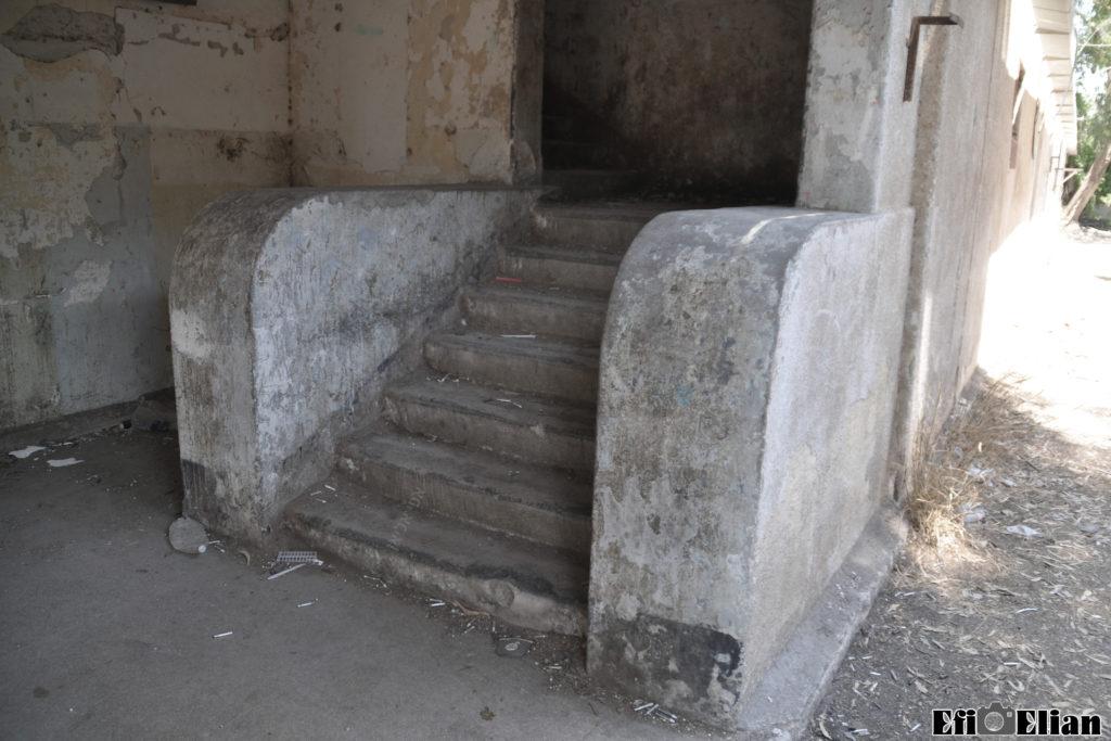 גרם המדרגות המשוריין , משטרת בית גוברין - צילום: אפי אליאן