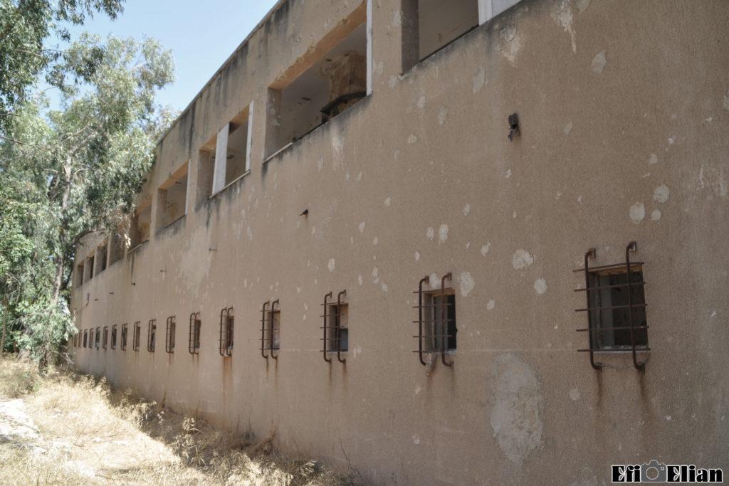 דופן חיצונית בניין צפוני משטרת בית גוברין - צילום: אפי אליאן