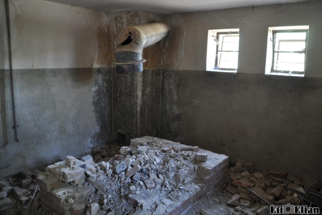קומת המרתף של מגדל השמירה המשני ומתקן שריפת המסמכים הסודיים - צילום: אפי אליאן