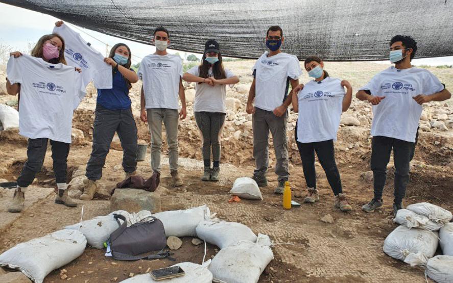 חניכי מכינת חנתון שהשתתפו בחפירה. צילום: עינת עמבר-ערמון