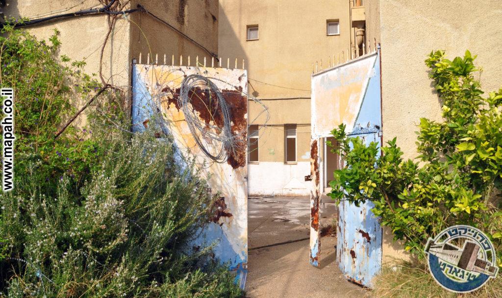 תחנת המשטרה באסה ננטשה זמן קצר לאחר המתקפה על הכפר הסמוך - צילום: אפי אליאן