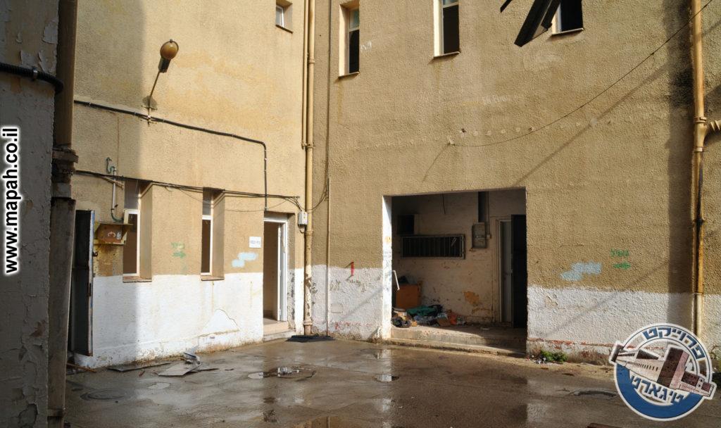 המבואה לבניין המזרחי - מטבח הבישול והמעבר לחדר האוכל - משטרת באסה - צילום: אפי אליאן