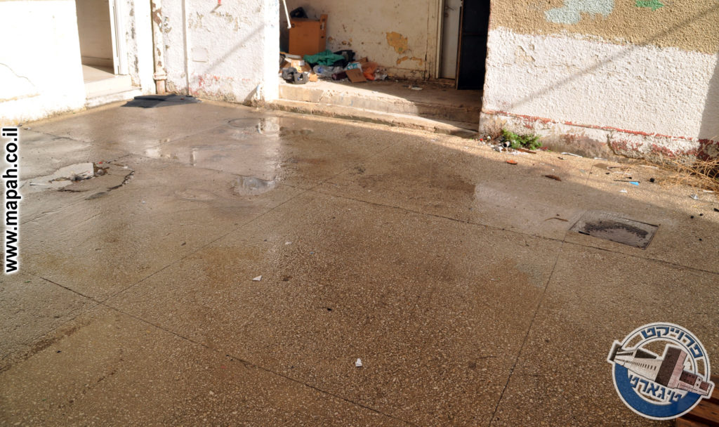 משטח הרצפה המקורי כפי שהותקן בשנות הארבעים - משטרת באסה - צילום: אפי אליאן
