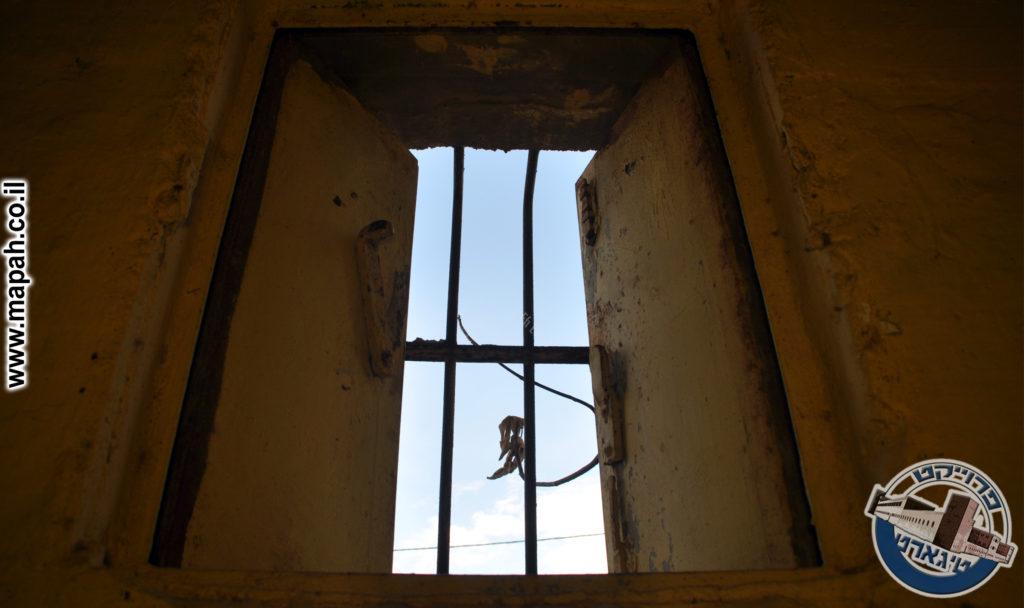 חלון כנפות פלדה מקורי מצודת טיגארט משטרת באסה - צילום: אפי אליאן