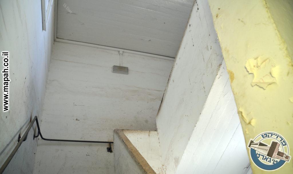 גרם מדרגות - הכנה לקומה נוספת? משטרת באסה - צילום: אפי אליאן