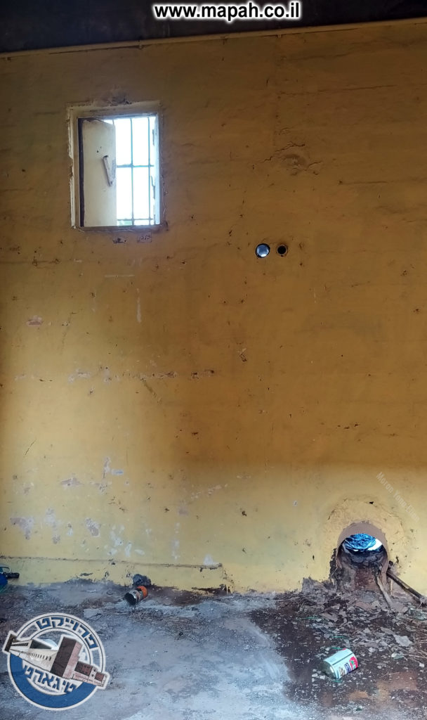 חדר בדופן הצפונית ופתח צינור מים בתחתית - צילום: מורן יונה אליאן