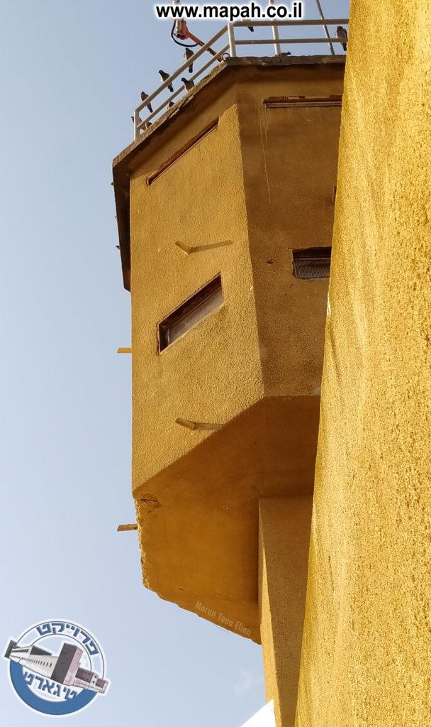 הצריח על גג משטרת באסה - צילום: מורן יונה אליאן