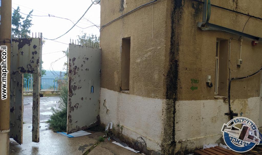 השער הראשי של תחנת משטרת באסה 2 - צילום: מורן יונה אליאן