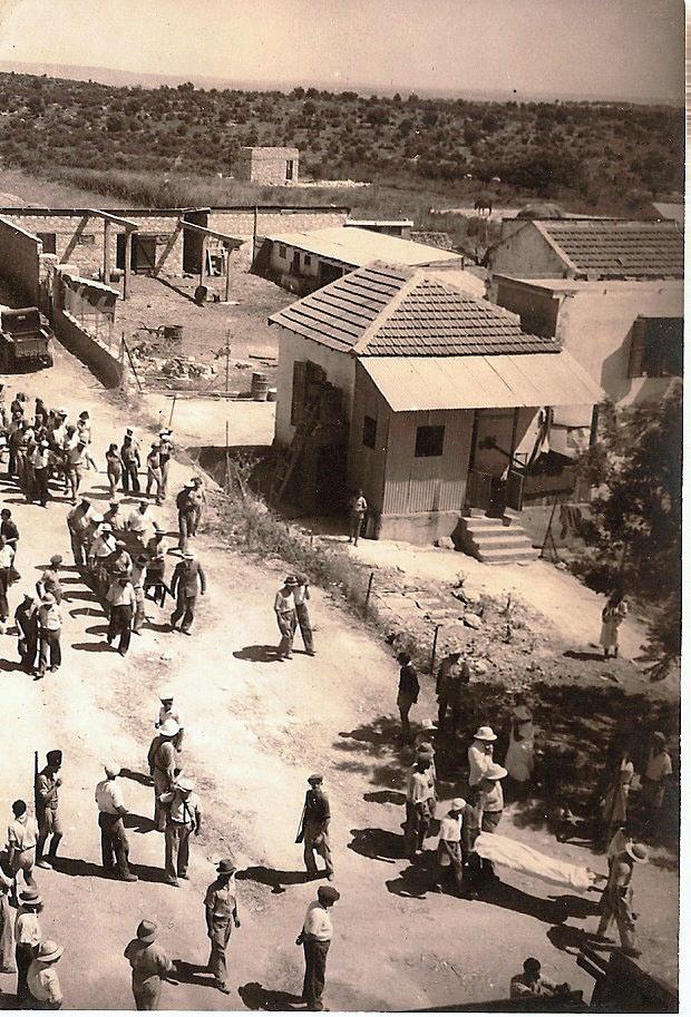 הלווית הרוגי מאורעות 1936 - - מקור: ארכיון המושבה גבעת עדה - עמותת דורות