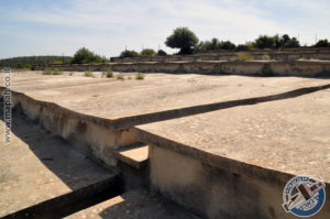 דוגמה למדרגה ומעליה משטחי הבטון לאגירת מי גשמים - צילום: אפי אליאן