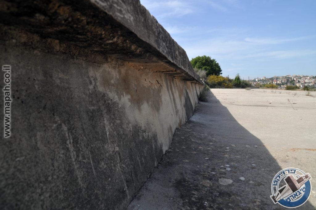 דוגמה לגובה מדרגת משטחי הבטון בהר אגר - צילום: אפי אליאן