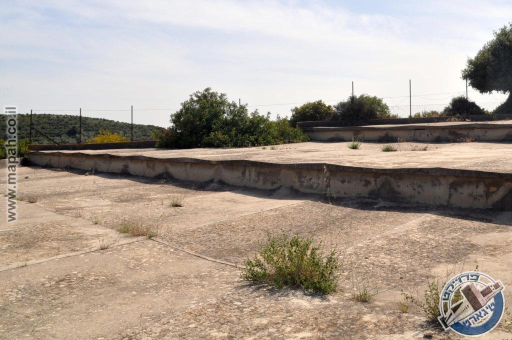 משטחי הבטון הקעורים מעל מדרגות מתקן אספקת המים בהר אגר - צילום: אפי אליאן