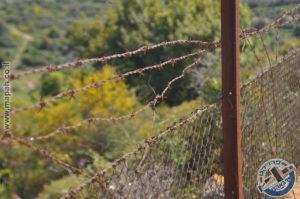 חלק מהגדר המקורית הסובבת את מתקן המים המנדטורי בהר אגר - צילום: אפי אליאן