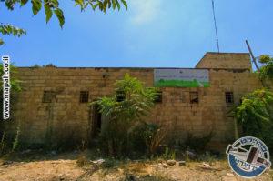 הקיר החיצוני של אורוות הסוסים במשטרת אבו גוש (קרית אל עינב) - צילום: אפי אליאן