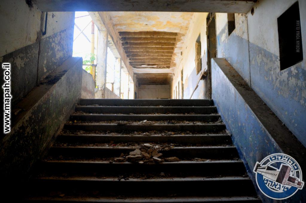גרם המדרגות בין הבלוק הצפוני לבלוק המערבי - צילום: מורן יונה אליאן