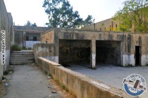 המדרגות לחצר העליונה במשטרת קרית אל עינב - צילום: מורן יונה אליאן