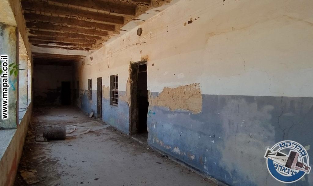 מסדרון הבלוק המערבי במשטרת אבו גוש - צילום: אפי אליאן